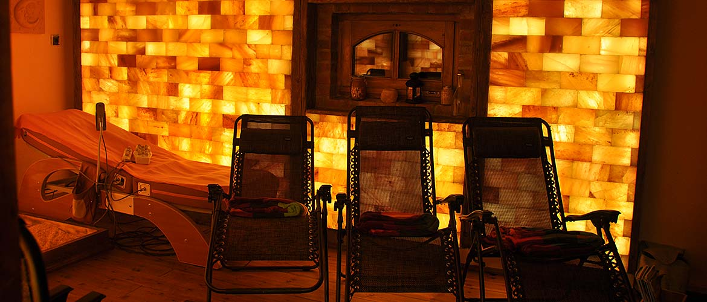 Jade köves masszázságy, relax székekkel